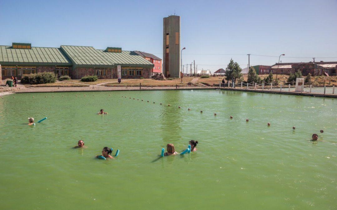 Laguna Verde con gente Termas