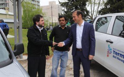 Hoy: el gobernador Omar Gutierrez hizo entrega de 2 vehículos al Ente Provincial de Termas